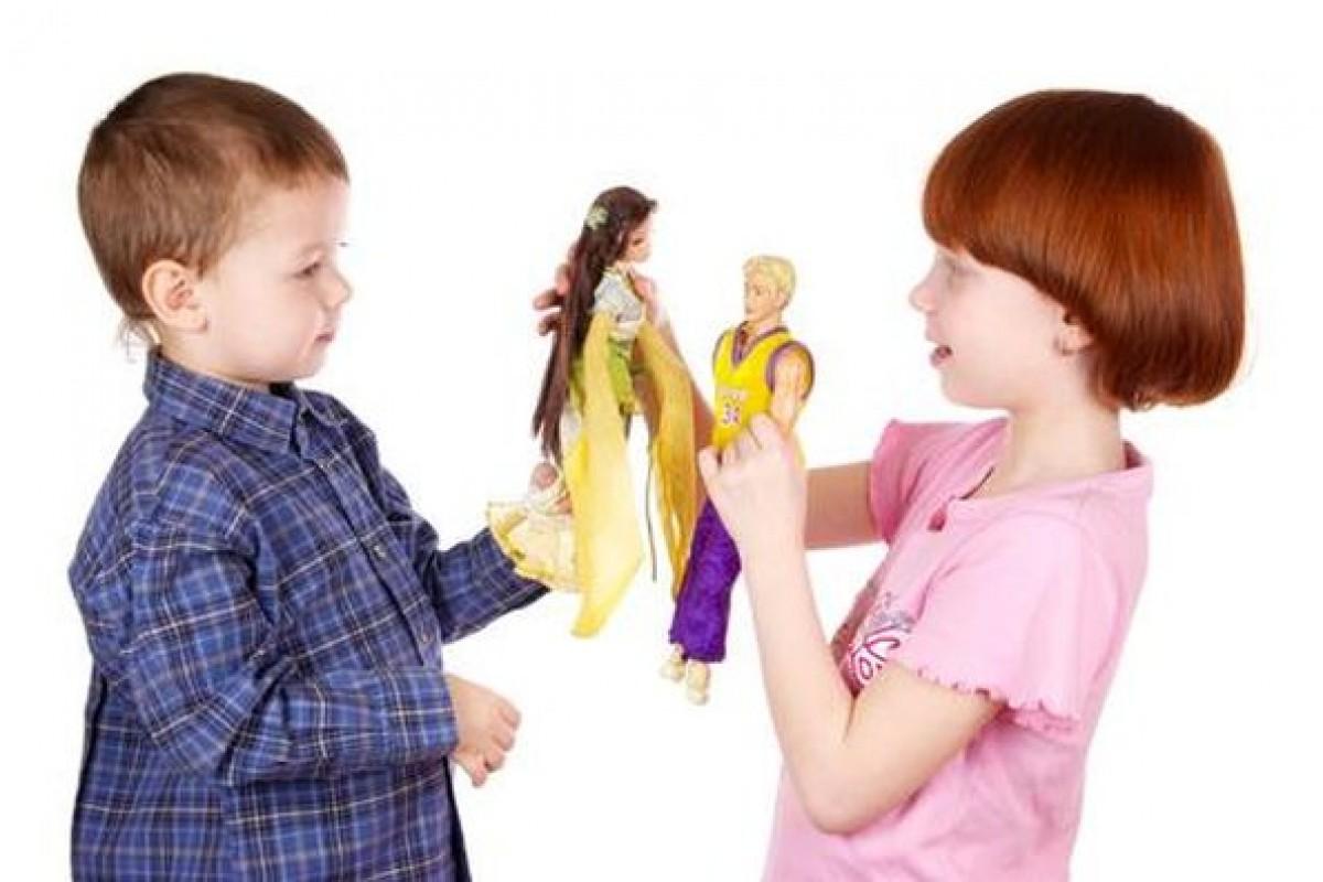 Ο γιος μου παίζει με κούκλες. Πειράζει;
