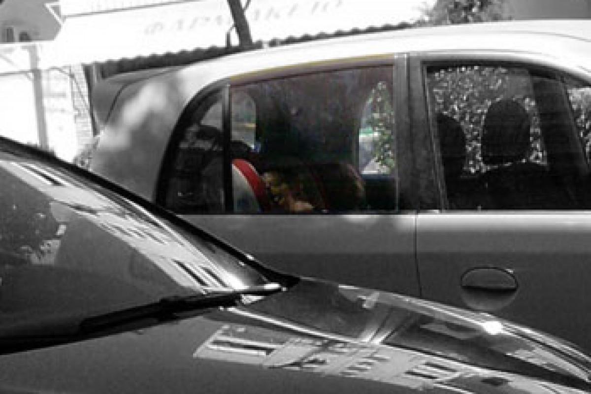 Παιδιά μόνα τους στο αμάξι;
