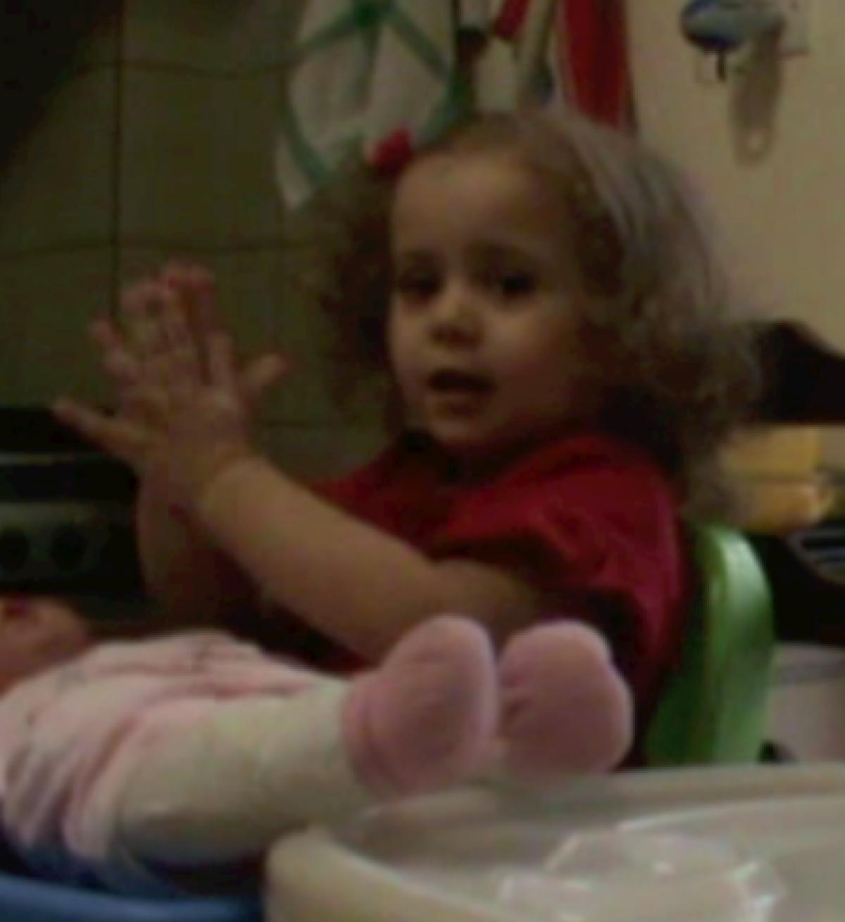 H Mελίνα τραγουδάει για τις Ελληνίδες Μαμάδες!
