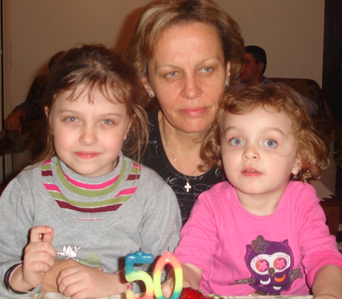 Ευχαριστώ τον Θεό που έχω τις κορούλες μου και τη μανούλα μου!!