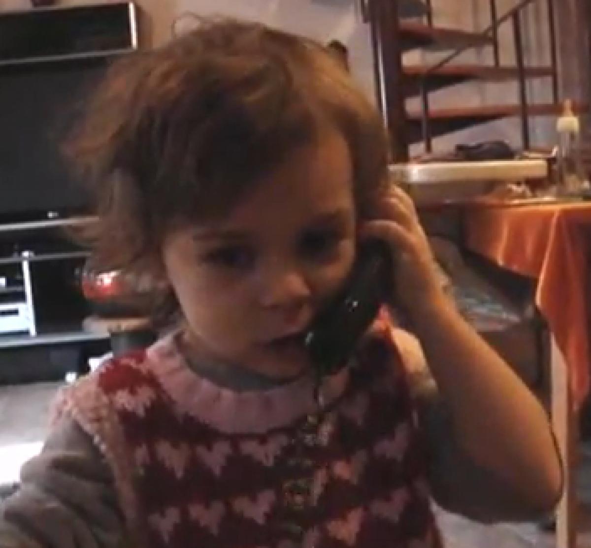 Η Μελίνα τραγουδάει «Τρίγωνα Κάλαντα»!