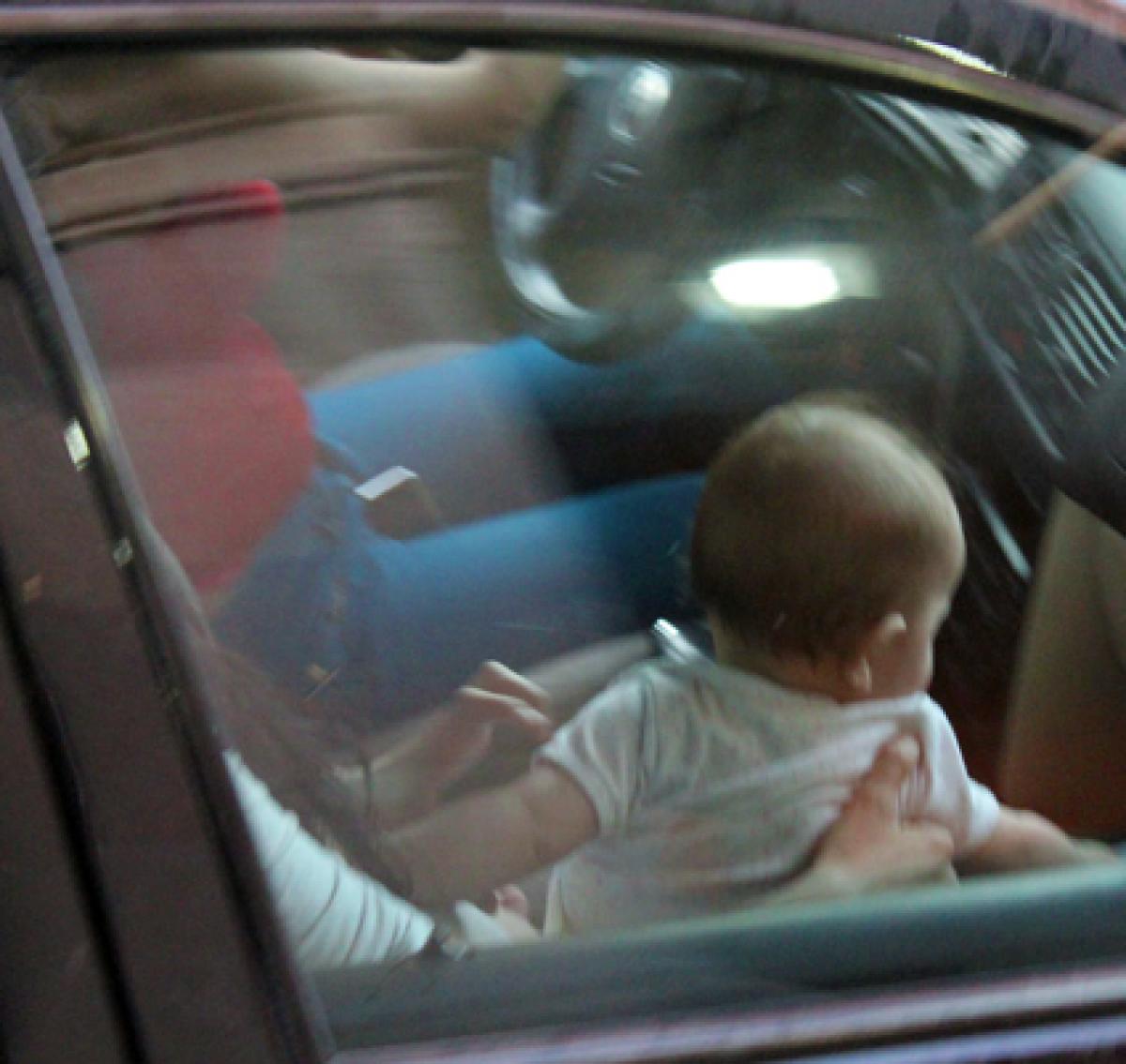 Πηγαίνουν βόλτα το παιδί μου χύμα στο αυτοκίνητο ΧΩΡΙΣ ΝΑ ΜΕ ΡΩΤΗΣΟΥΝ!