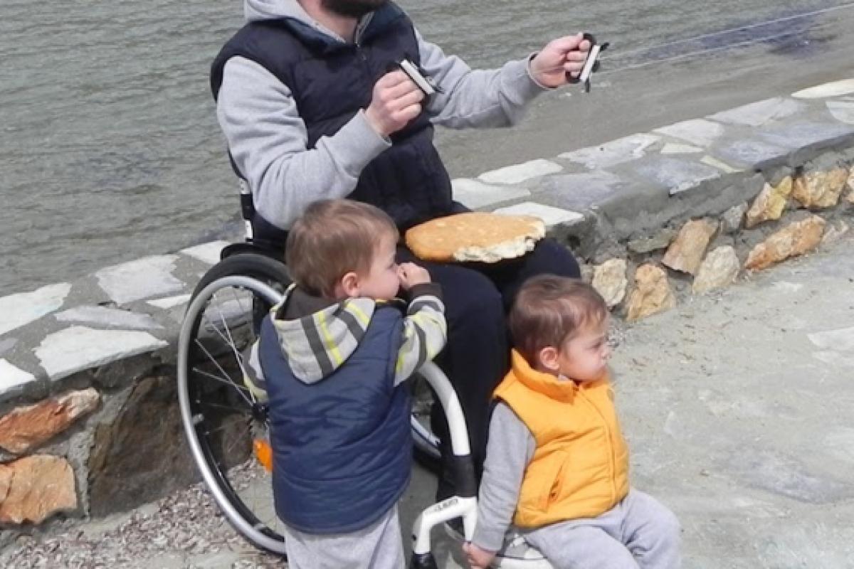 Ένας Έλληνας μπαμπάς δίνει μαθήματα ζωής!