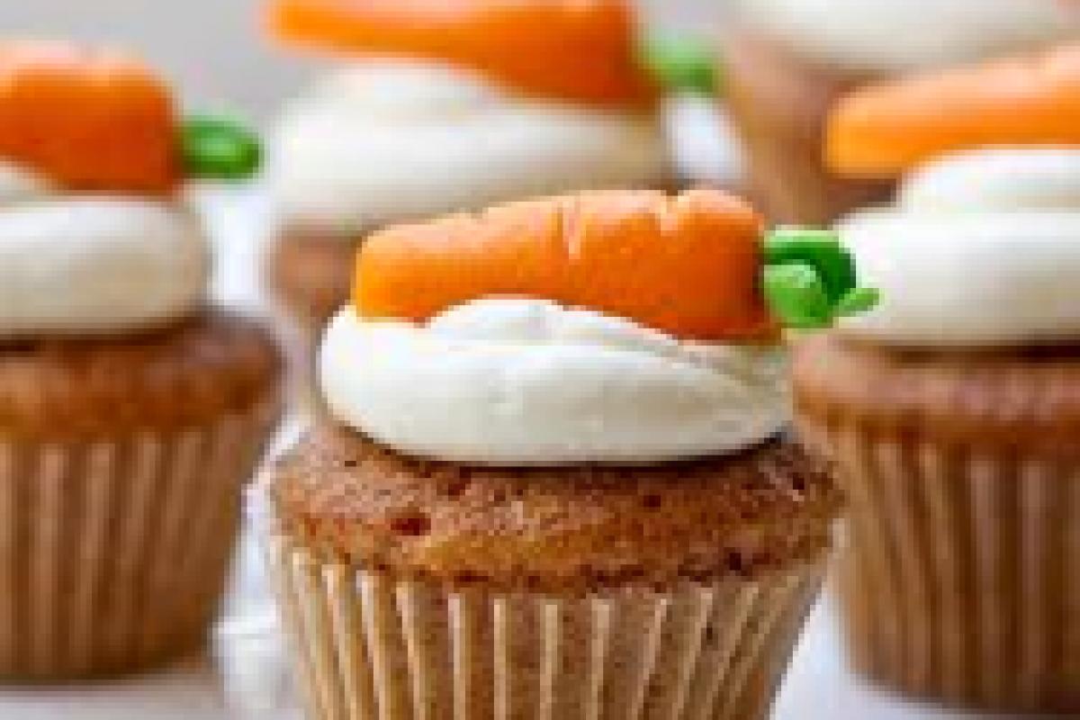 Cupcakes καρότου με κρέμα τυριού και καροτάκι!