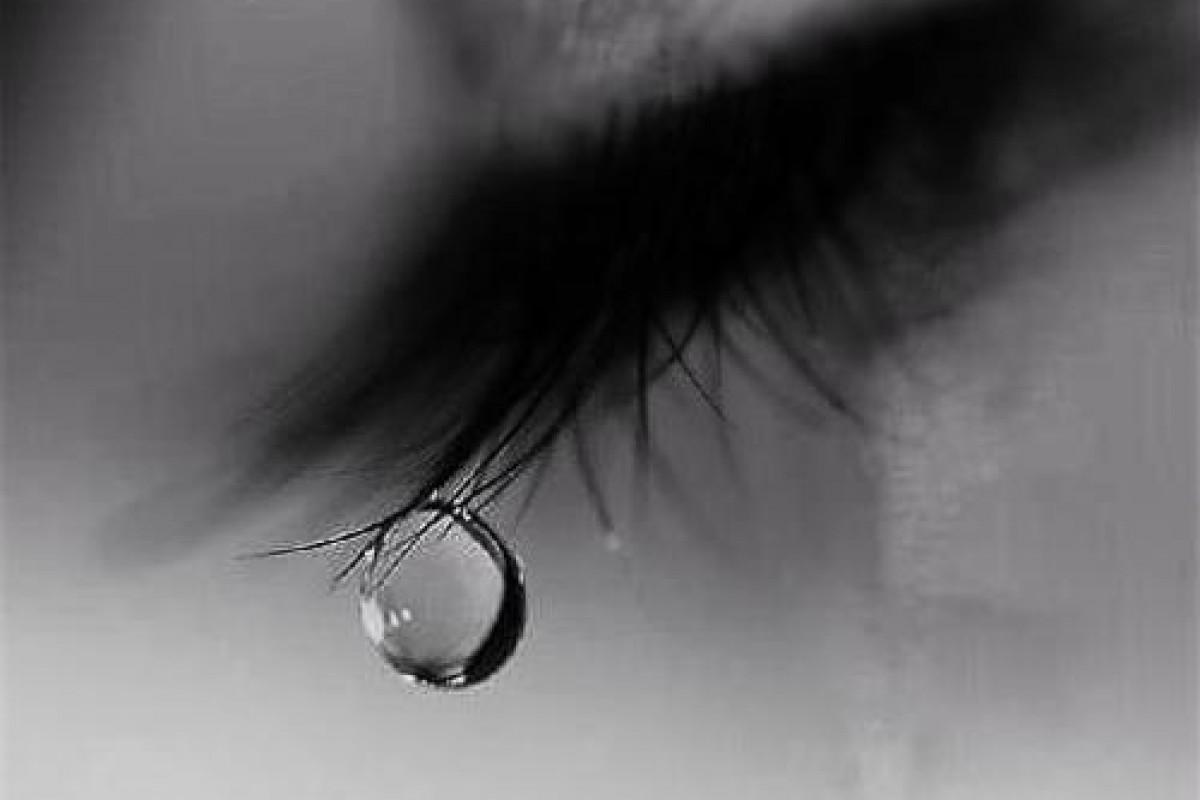 Γιατί δεν μ' αφήνεις να κλάψω;