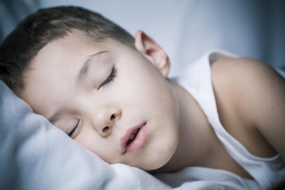 Περιορίζουν οι ακανόνιστες ώρες ύπνου τη δύναμη του εγκεφάλου των παιδιών;