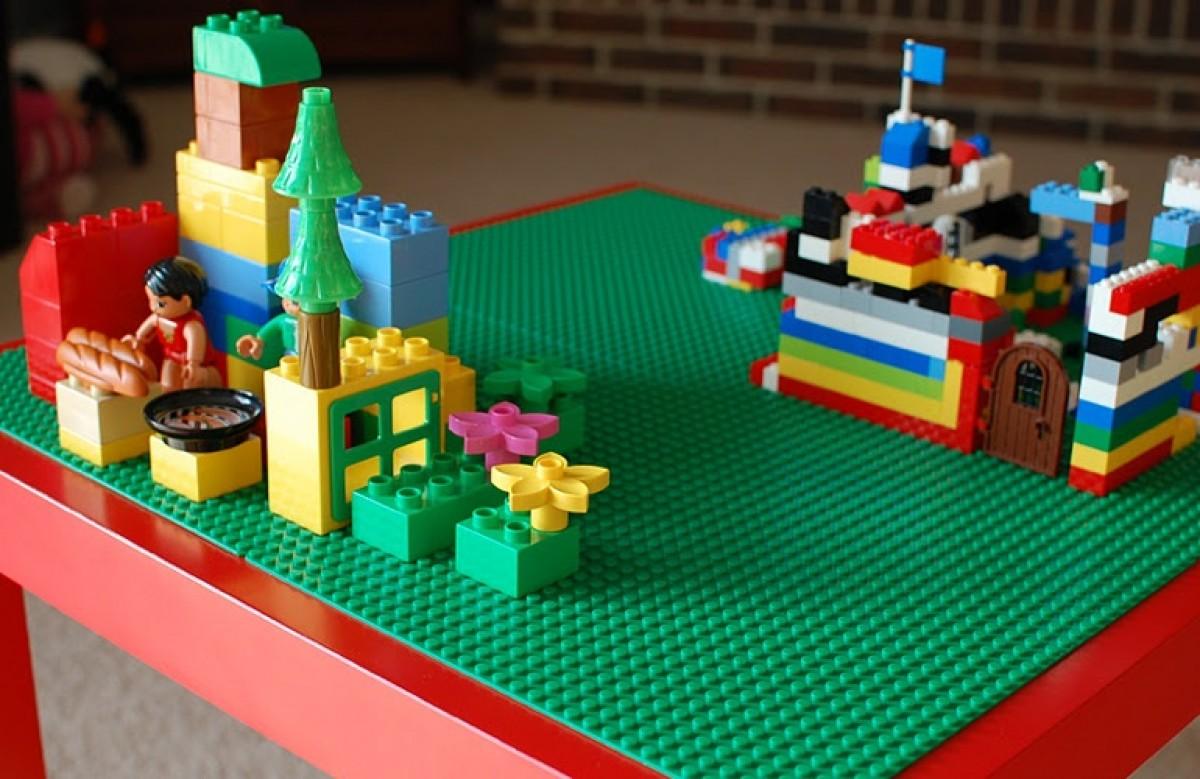 Από απλό τραπεζάκι… τραπέζι για ατελείωτο Lego-παιχνίδι!
