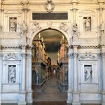 Teatro Olimpico από μέσα. Δυστυχώς η φωτογραφία δεν μπορεί να αποτυπώσει ούτε στο ελάχιστο την ομορφιά του