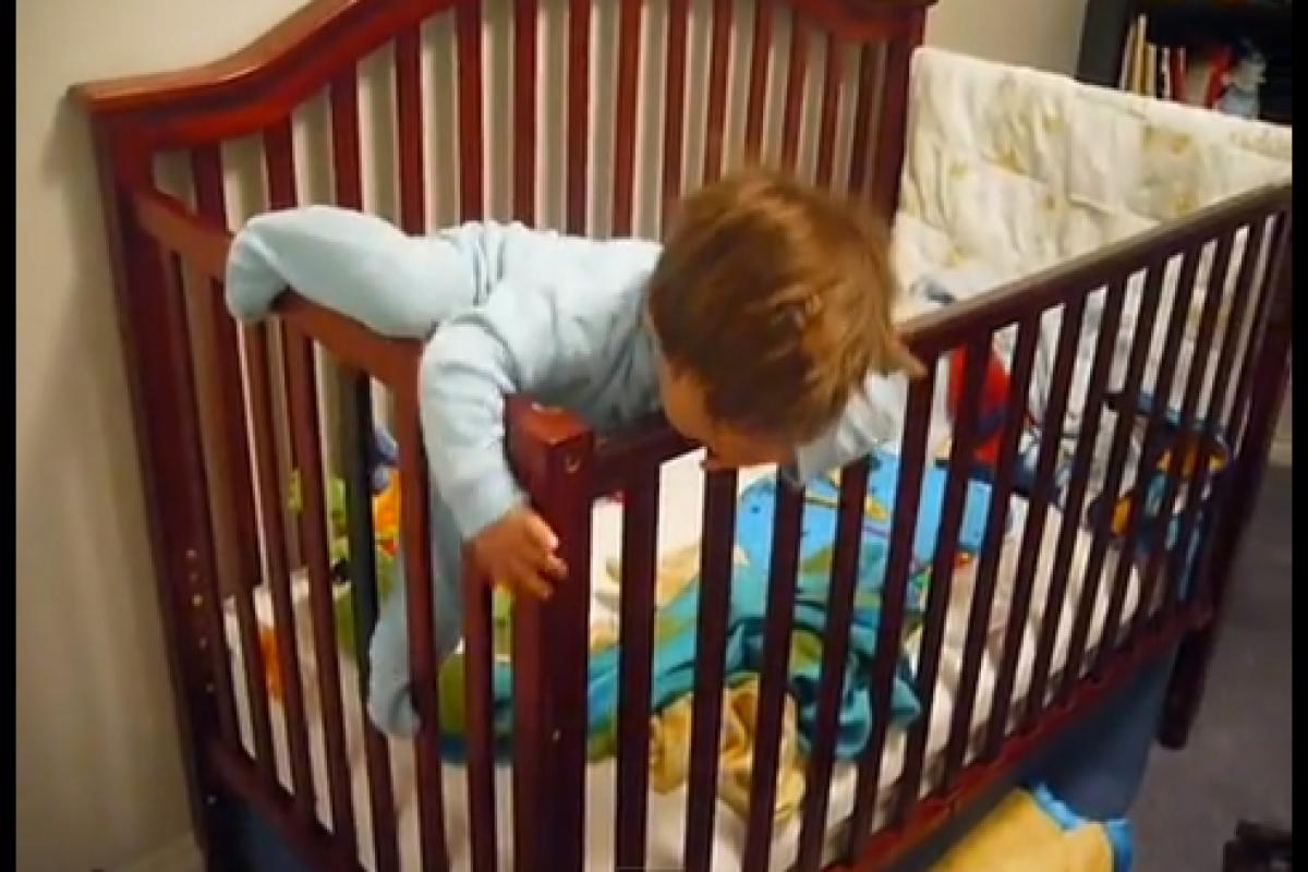 Απόδραση από την κούνια (βίντεο)