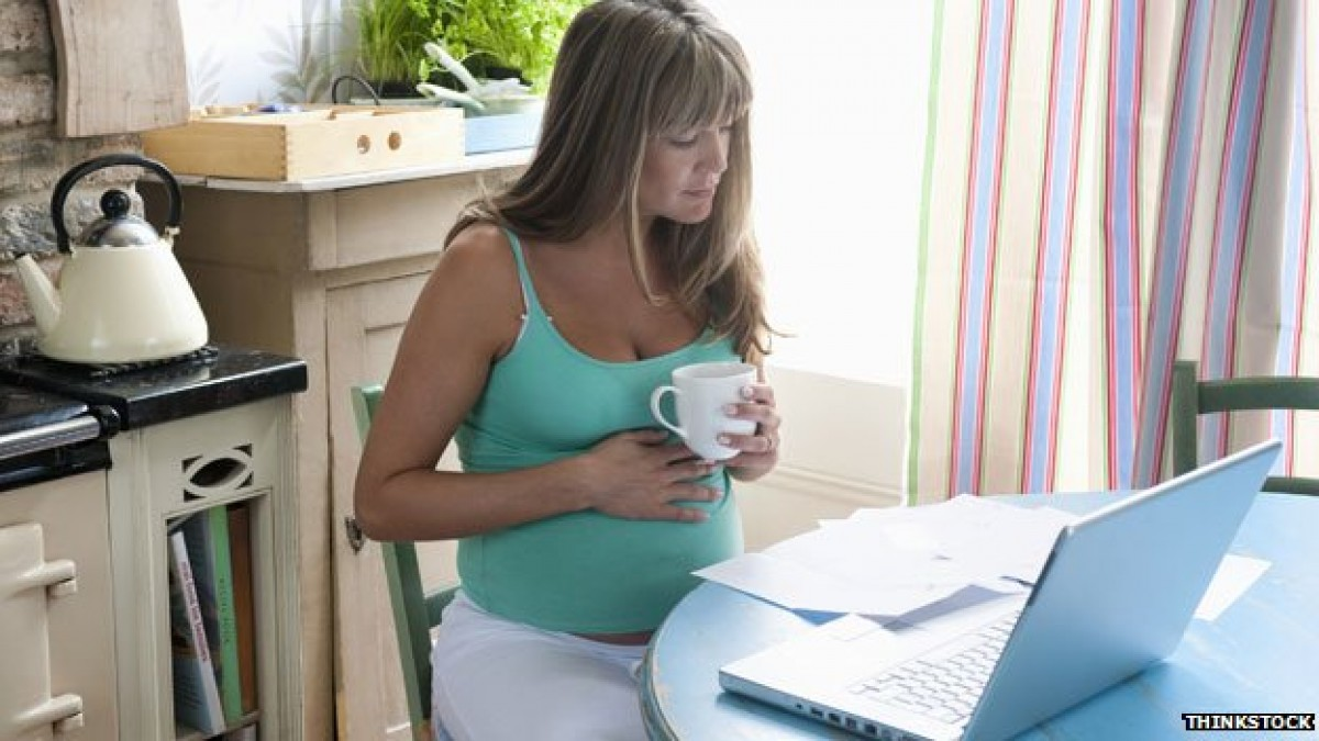 Καφές, αλκοόλ, τρόφιμα: Τι μπορεί να καταναλώσει μία έγκυος;