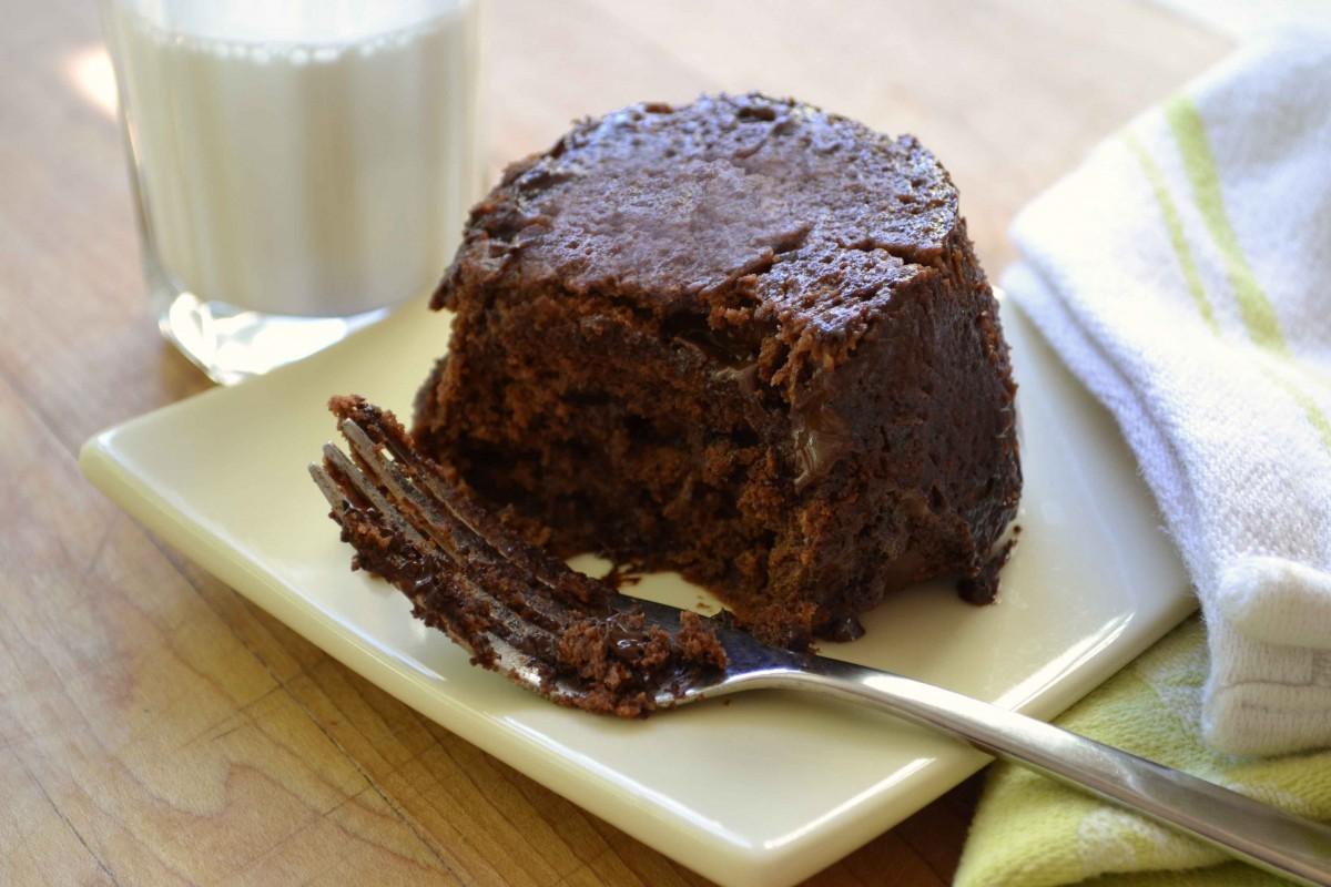 Σοκολατένιο κέικ με φυστικοβούτυρο στο λεπτό
