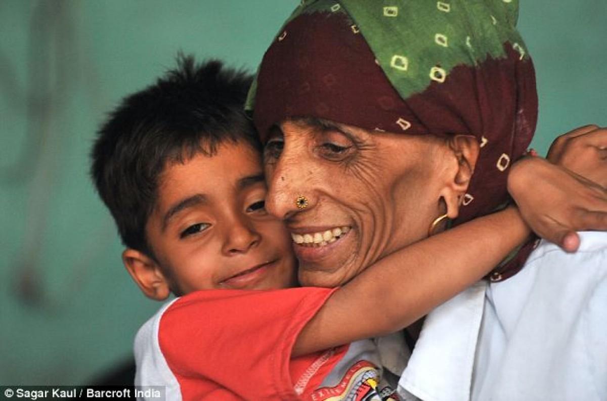 Rajo Devi Lohan – Η γηραιότερη μαμά του κόσμου είναι 74 ετών