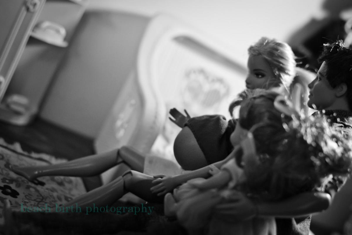 Barbie: ο τοκετός της στο σπίτι!