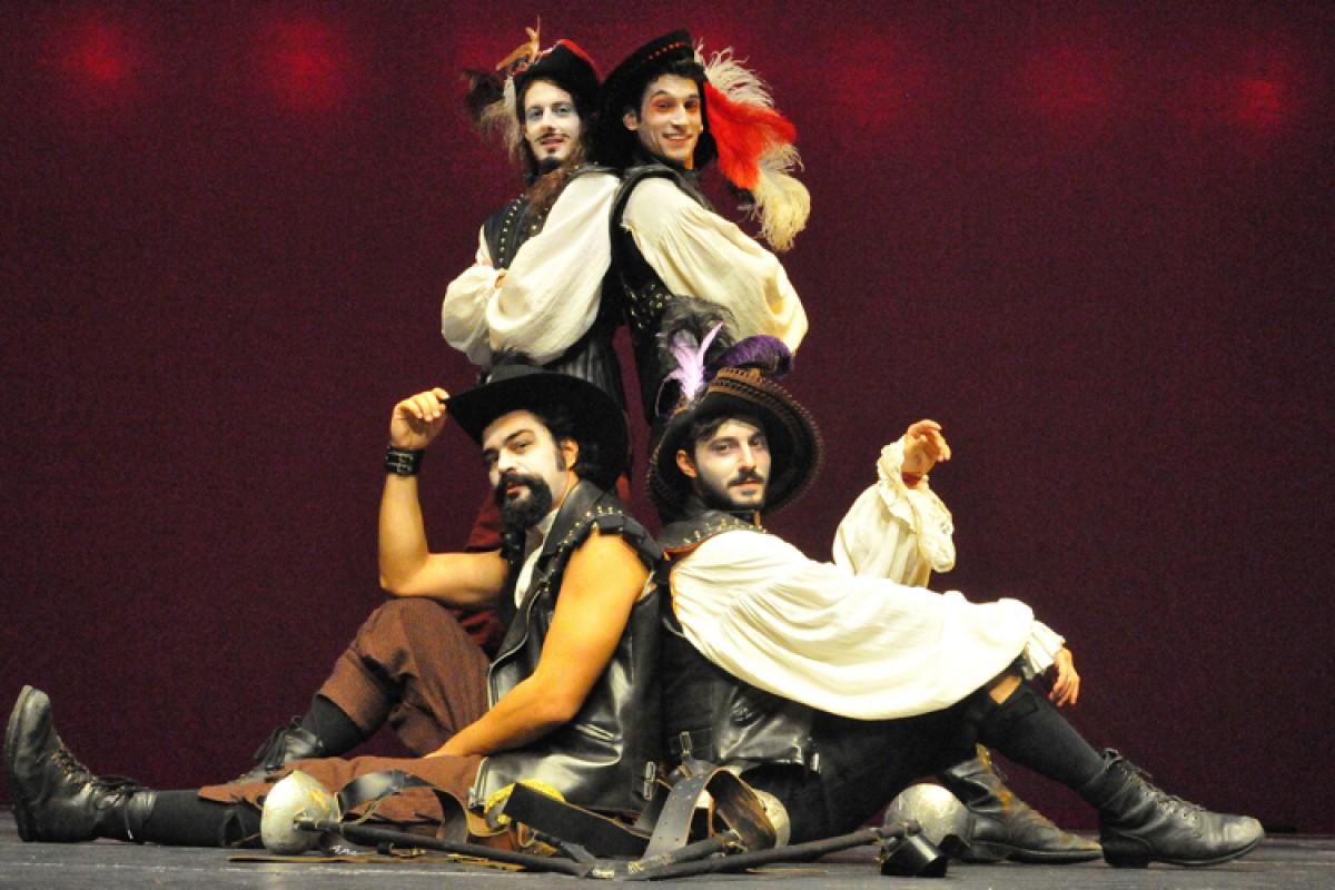 Οι τρεις σωματοφύλακες: μια νέα εντυπωσιακή διασκευή από το Κρατικό Θέατρο Βορείου Ελλάδος