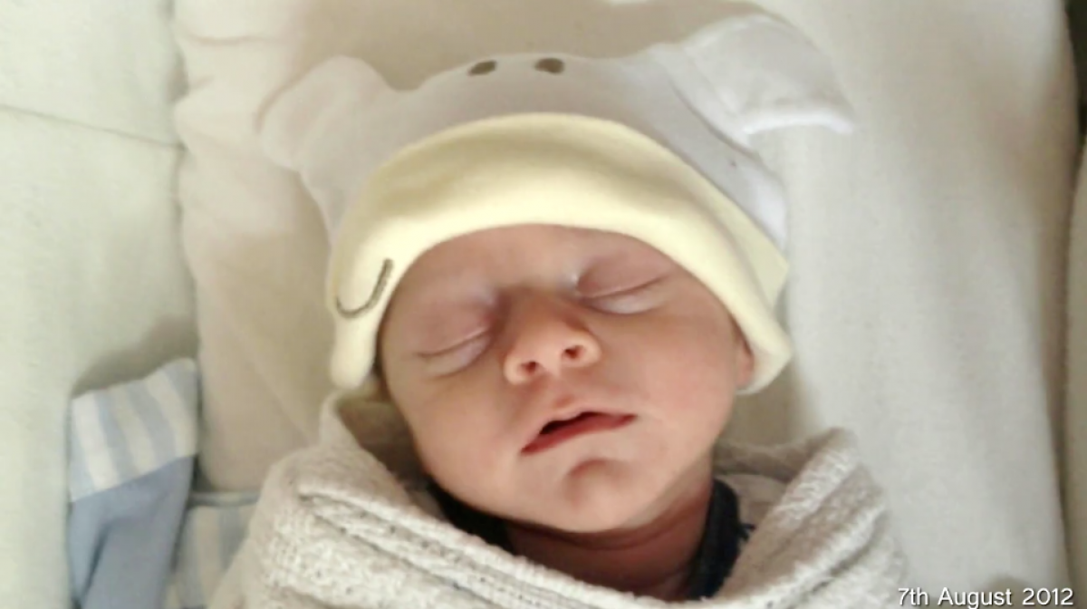 Ένα δευτερόλεπτο της κάθε του μέρας από τη γέννηση ως το πρώτο του κεράκι (βίντεο)
