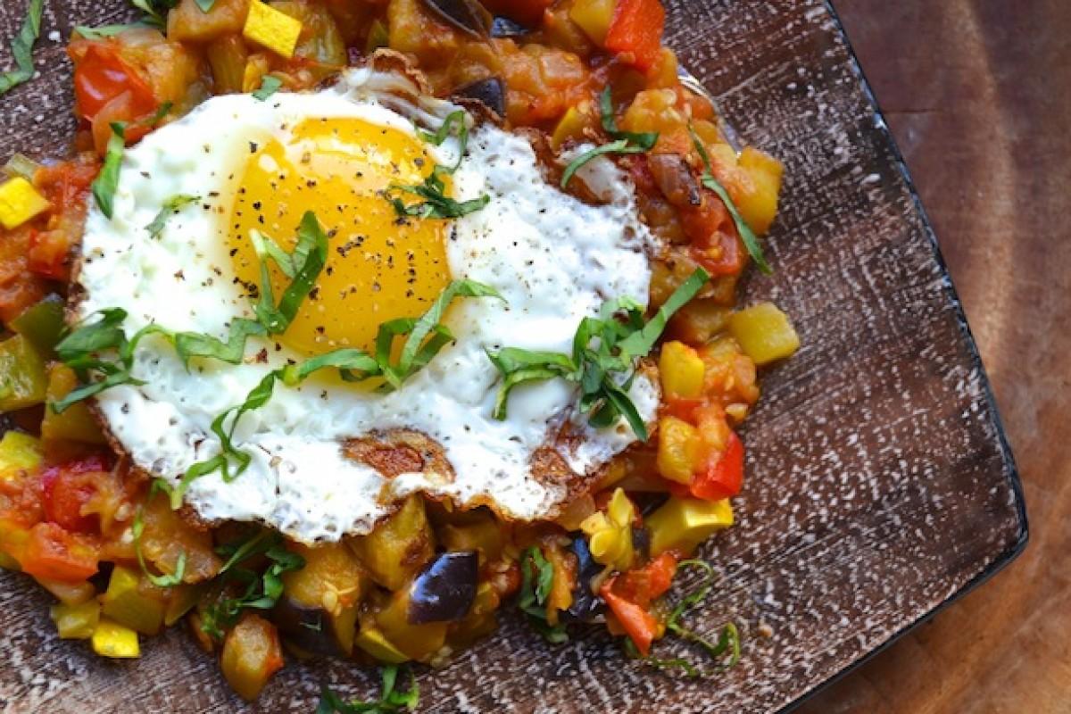 Ρατατούιγ με αβγά τηγανητά
