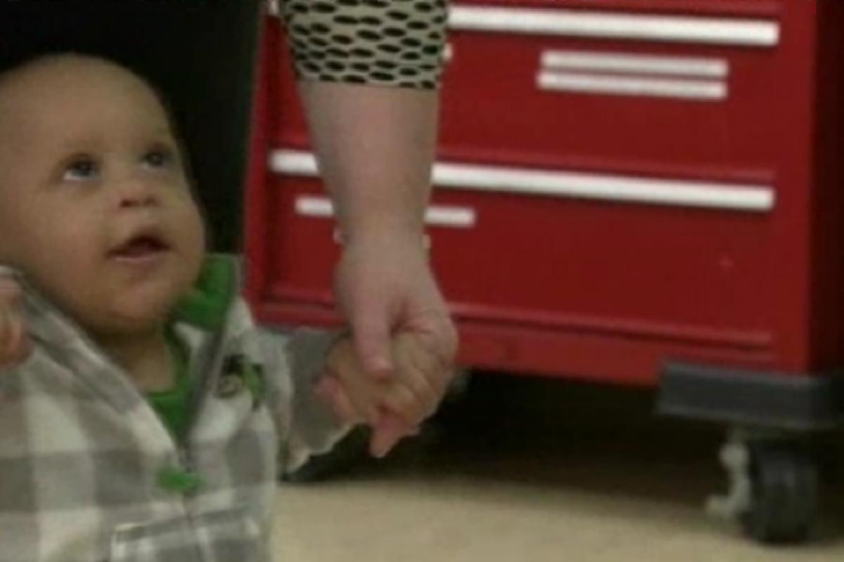 Γιατροί σώζουν μωρό που κατάπιε ολόκληρη πιπίλα!