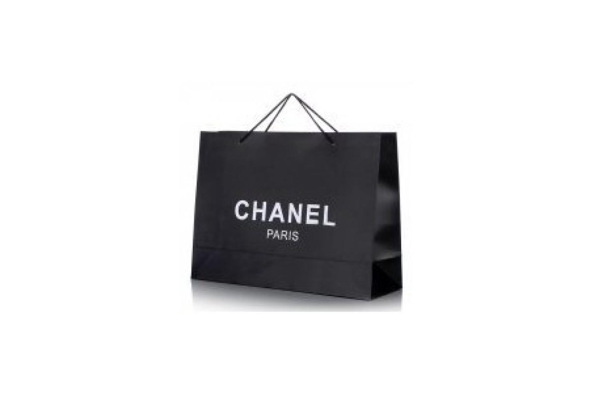 Η νίλα με την… τσάντα!