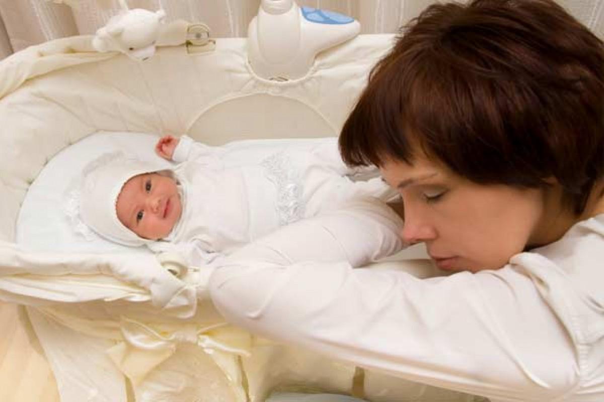 Μια ταλαίπωρη μάνα αντιδρά σε όλους τους «ειδικούς» ύπνου