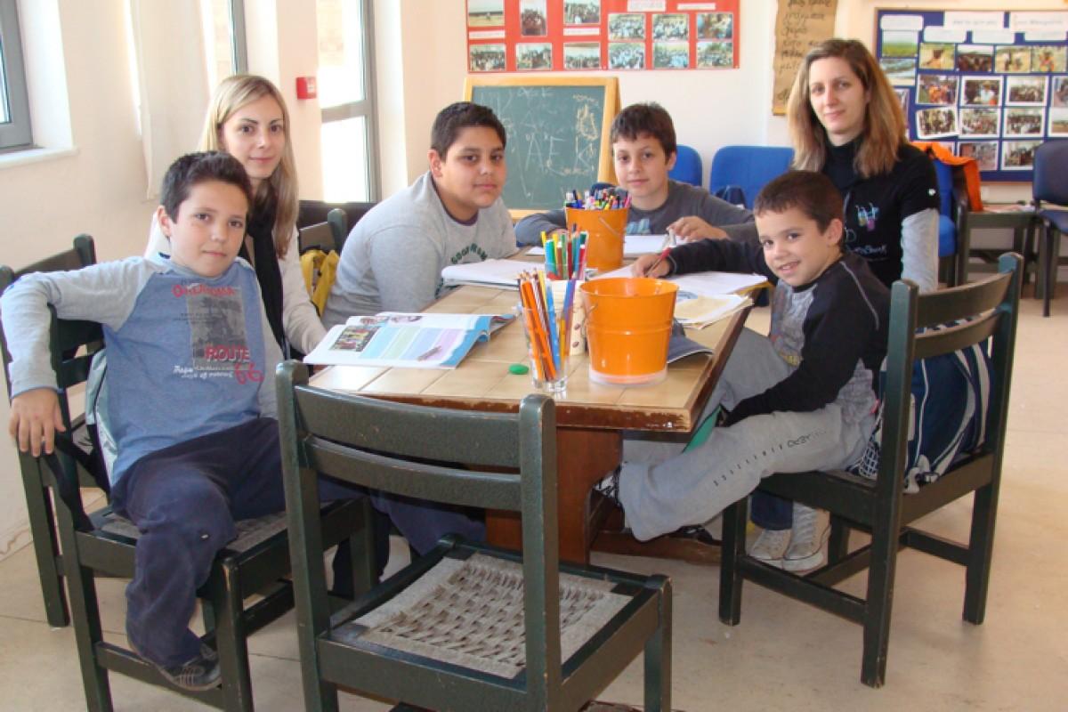 Σχολείο Αγάπης: δωρεάν φροντιστηριακή βοήθεια για τα σχολικά μαθήματα