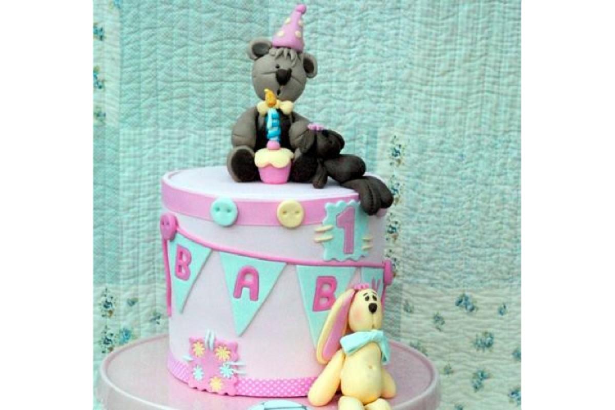 Τούρτα με ζαχαρόπαστα για τα πρώτα γενέθλια!