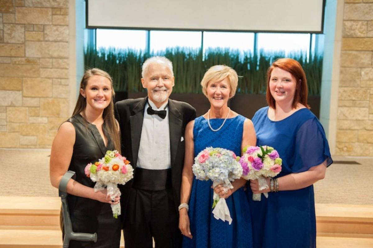 Πατέρας συνόδευσε τις κόρες του στην εκκλησία πριν φύγει από τη ζωή