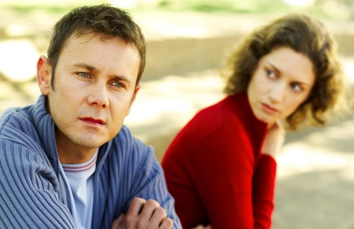 Να μείνουμε στο γάμο συμβατικά και να κάνει ο καθένας τη ζωή του;