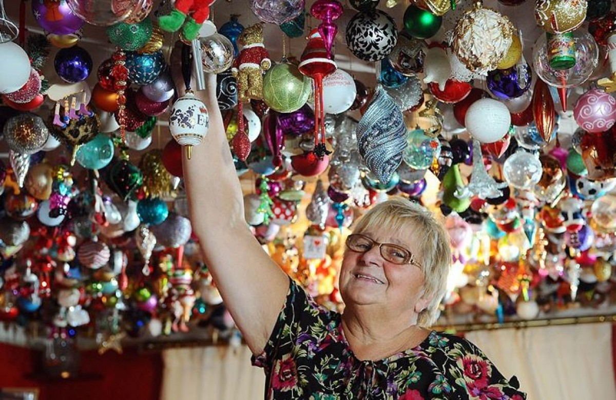 Αυτή η γιαγιά πραγματικά ΛΑΤΡΕΥΕΙ τα Χριστούγεννα!