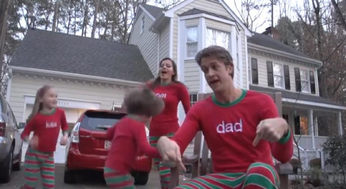 Το πιο αστείο (ή κιτς;) χριστουγεννιάτικο οικογενειακό βίντεο της σεζόν!
