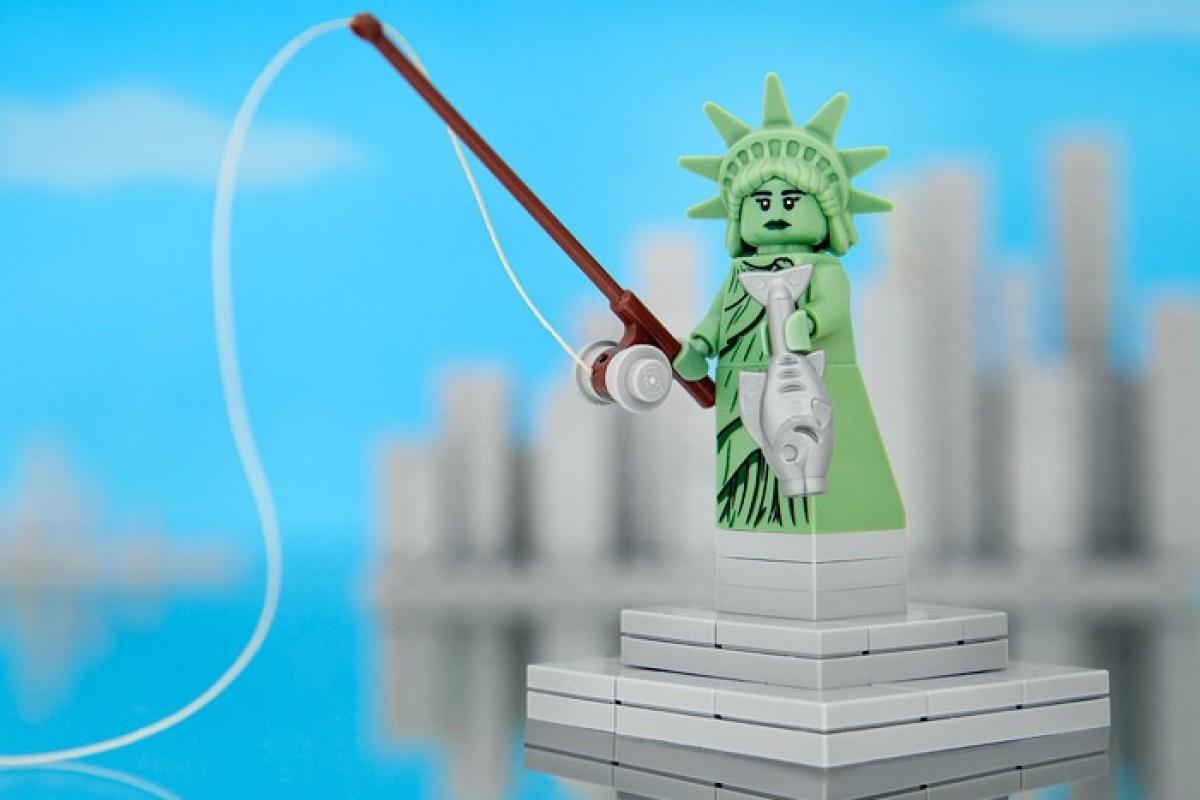 Μπαμπάς δημιουργεί τις 50 πολιτείες των ΗΠΑ με LEGO