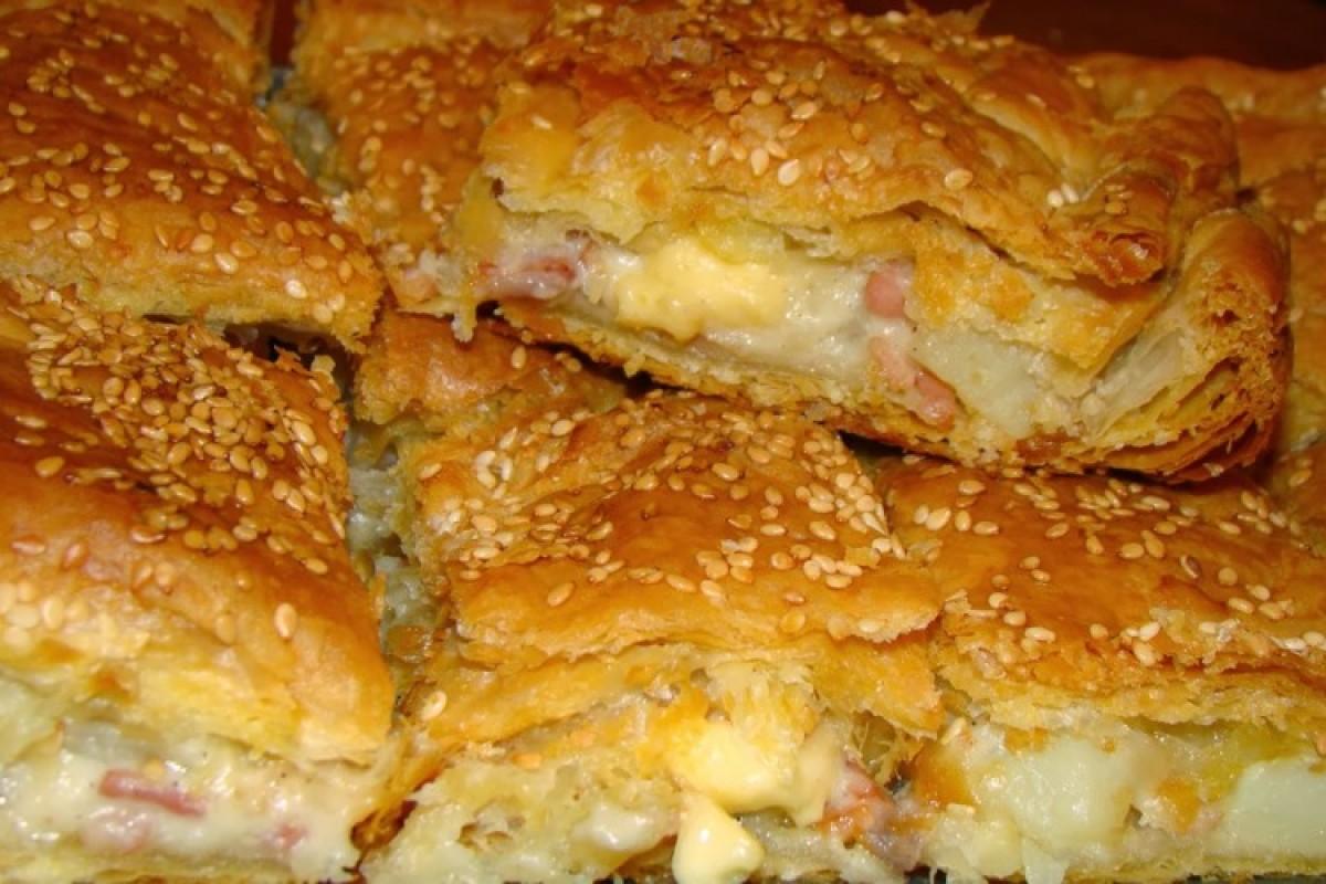Πίτα με πατάτες, μπέικον και τριμμένο τυρί