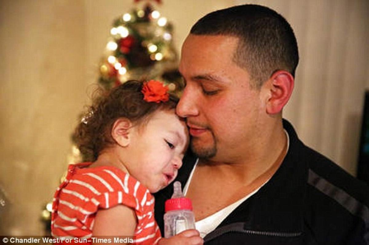 Μπαμπάς χάνει 15 κιλά για να σώσει τη ζωή της κόρης του