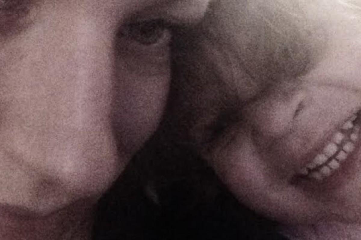 Στιγμή: μοιάζουν μαμά και κόρη;