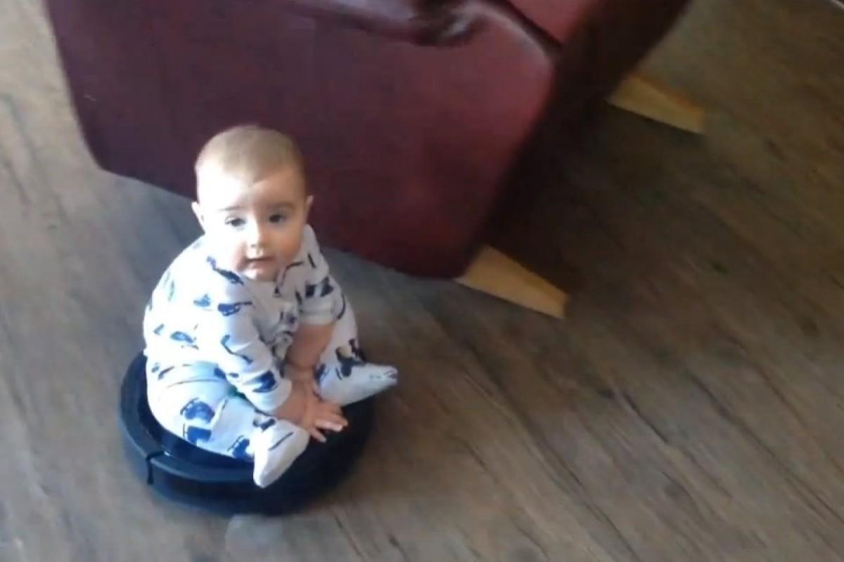 Δείτε πώς ένα μωρό… «βάζει σκούπα»!