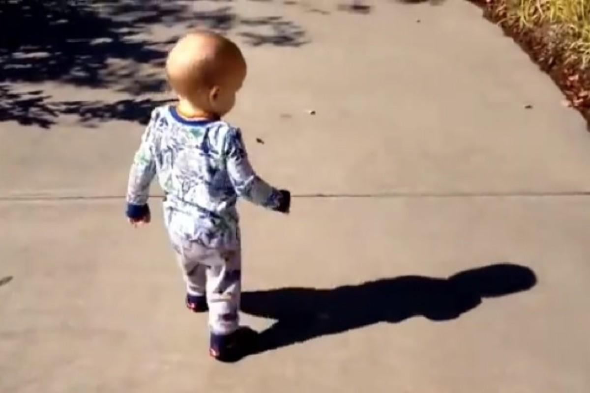 Μωρά ανακαλύπτουν τη σκιά τους για πρώτη φορά!