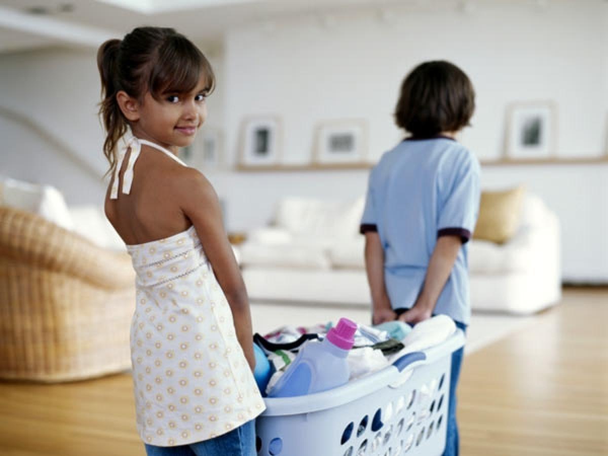 Γιατί πρέπει να βάζετε τα παιδιά σας να κάνουν δουλειές του σπιτιού