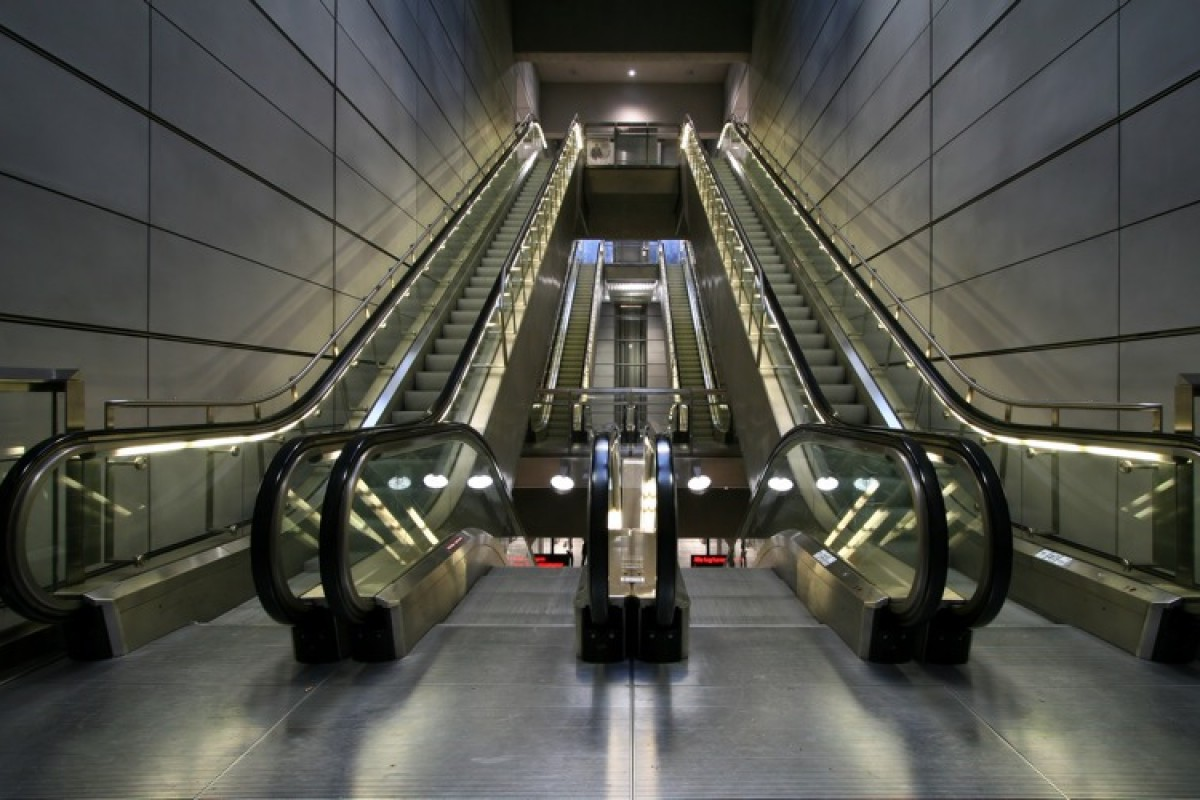 Μανούλες, προσοχή στις κυλιόμενες σκάλες!!