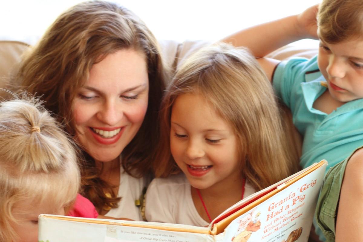 Μήπως είναι νωρίς να σταματήσουμε να διαβάζουμε με τα παιδιά μας;