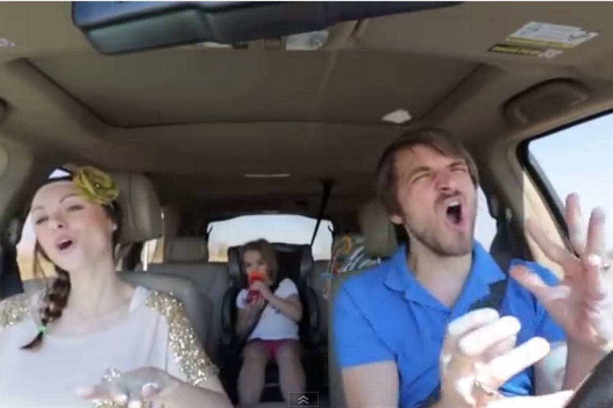 Δεν έχουμε δει πιο χαριτωμένους γονείς! (βίντεο)