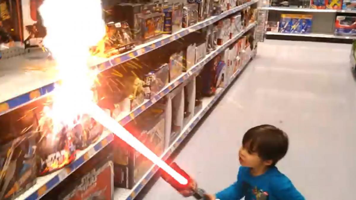 Δείτε τον πιο μικρό ήρωα ταινιών δράσης!