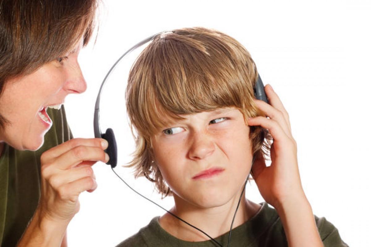 «3 στους 4 γονείς φωνάζουν στα παιδιά τους μια φορά το μήνα» λέει μία έρευνα κι εγώ σκέφτομαι «μόνο;»