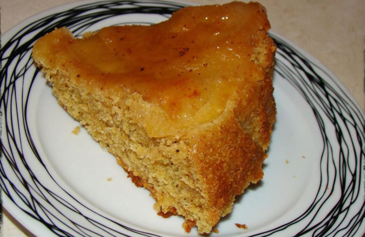 Νηστίσιμο κέικ με καραμελωμένα μήλα