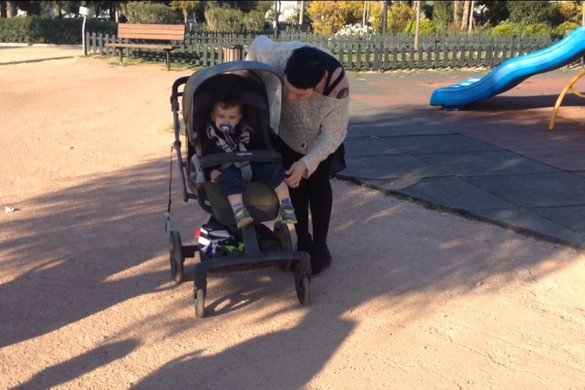 Μαμά στην παιδική χαρά!! (βίντεο)