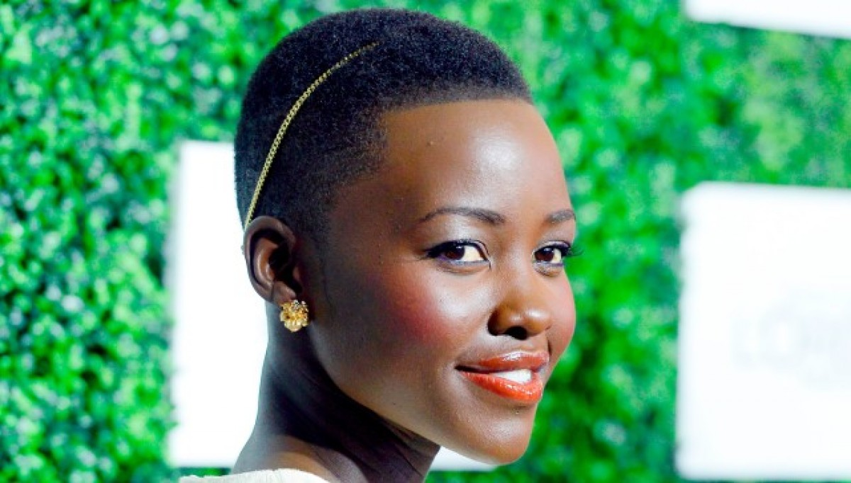 Ο συγκινητικός λόγος της Lupita Nyong'o σε όλα τα μικρά κορίτσια που δεν αισθάνονται όμορφα