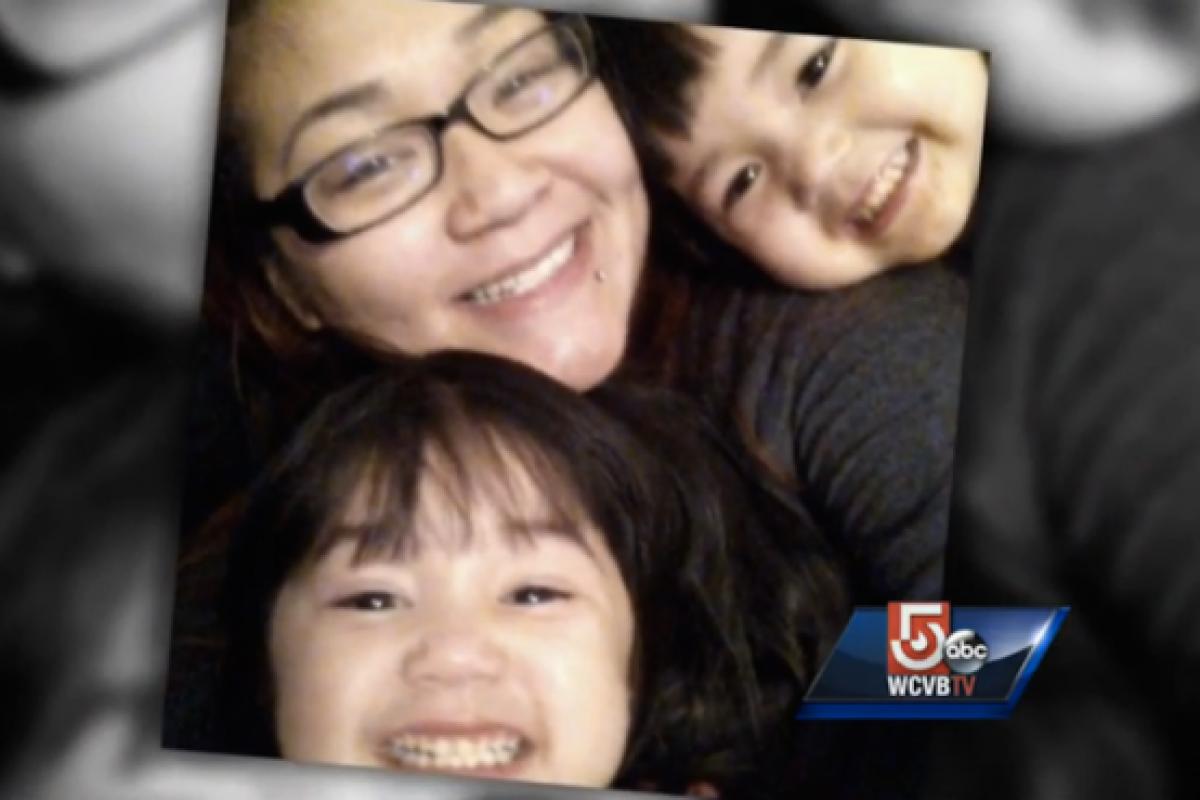 Μαμά σταματάει αυτοκίνητο με το σώμα της για να σώσει τα παιδιά της