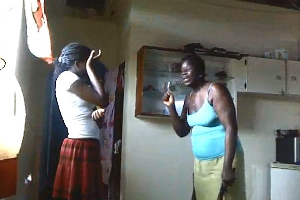 Μαστίγωσε τη 12χρονη κόρη της επειδή ανέβασε ημίγυμνη φωτογραφία στο Facebook