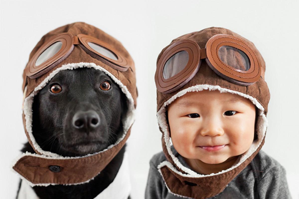 Ένας μπόμπιρας κι η σκυλίτσα του ποζάρουν παρέα