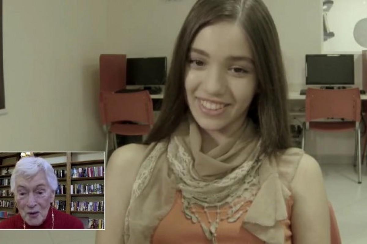 Δείτε πώς νέοι στη Βραζιλία μαθαίνουν Αγγλικά από ηλικιωμένους στο Σικάγο