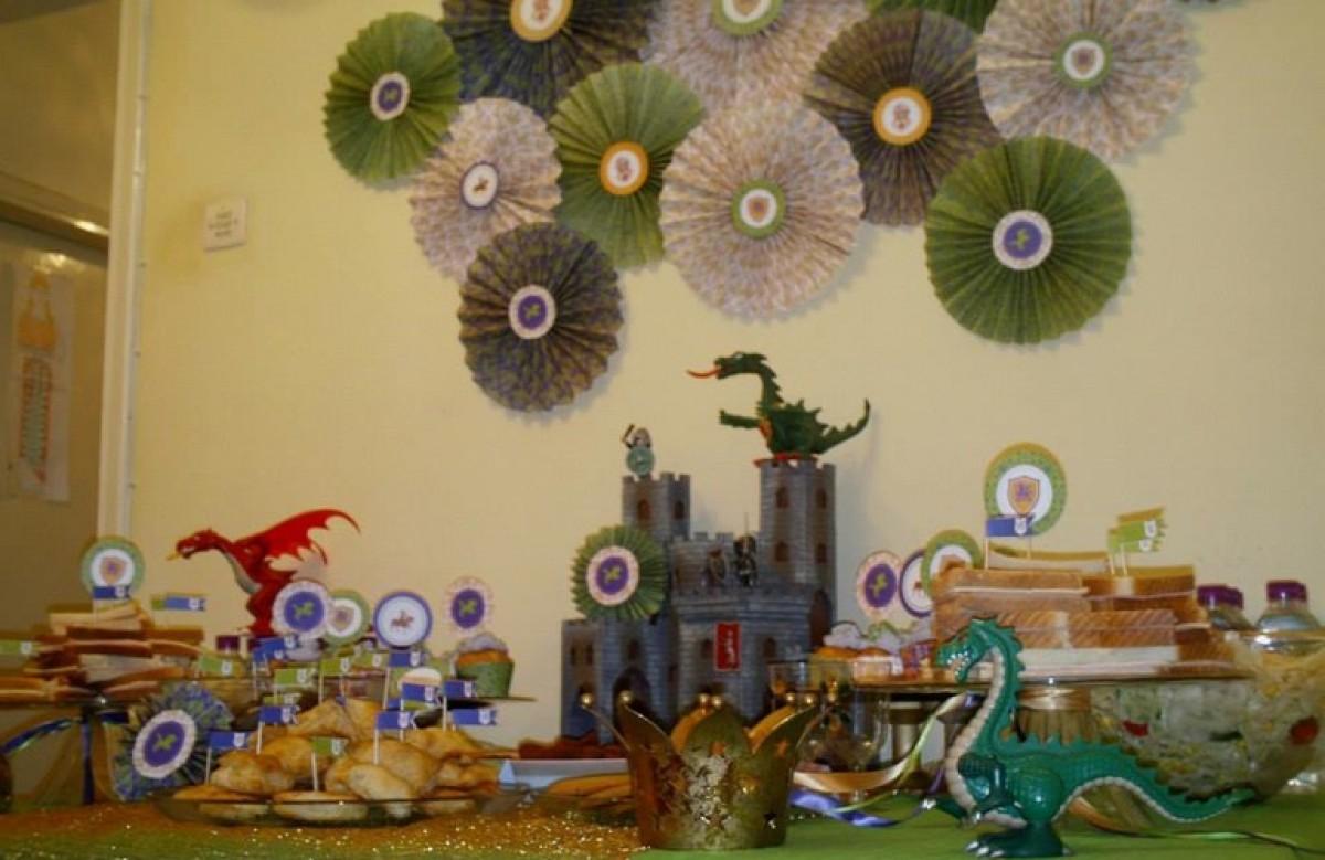 Το πάρτι του Κωνσταντίνου και του Μερκούρη με θέμα ιππότες και δράκοι!