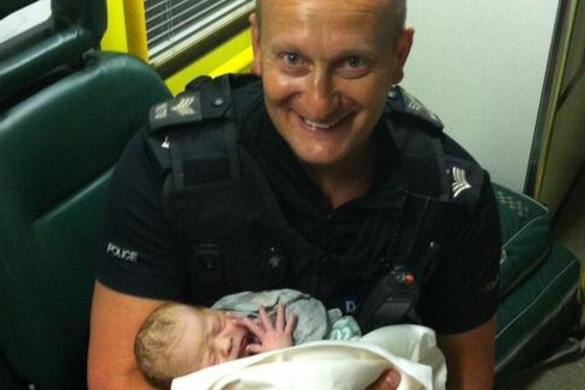 Γεννήθηκε στο αυτοκίνητο που σταμάτησε η αστυνομία για υπερβολική ταχύτητα